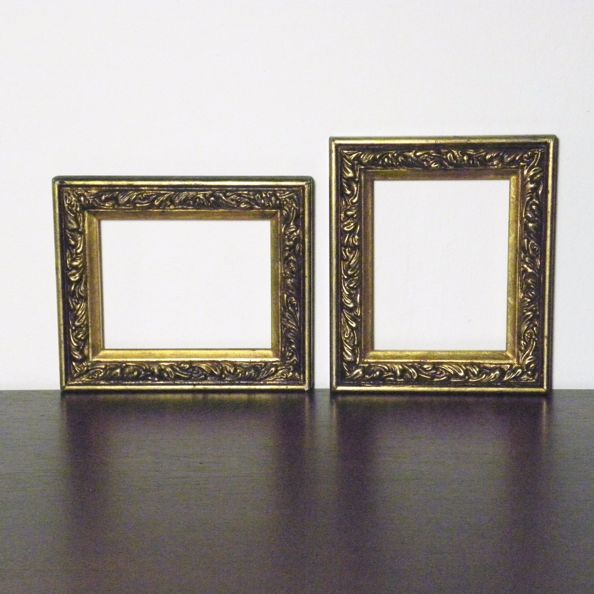 Photo Pair of Vintage Gold Picture Frames