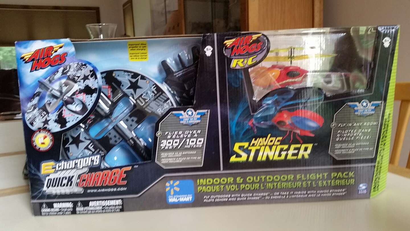 Photo NIB. AIR HOGS HAVOC STINGER AND USAF R -47 INDOOR AND OUTDOOR FLIGHT PACK. PICK UP MIDDLEBORO ONLY. SERIOUS INQUIRIES ONLY.