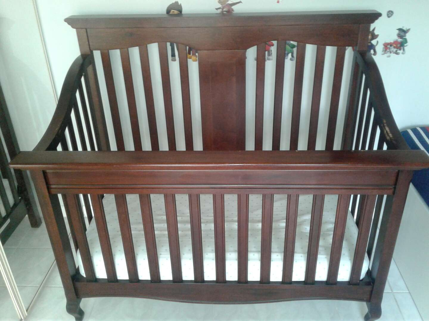 Photo BABY CRIB AND MATTRESS 80$ OBO