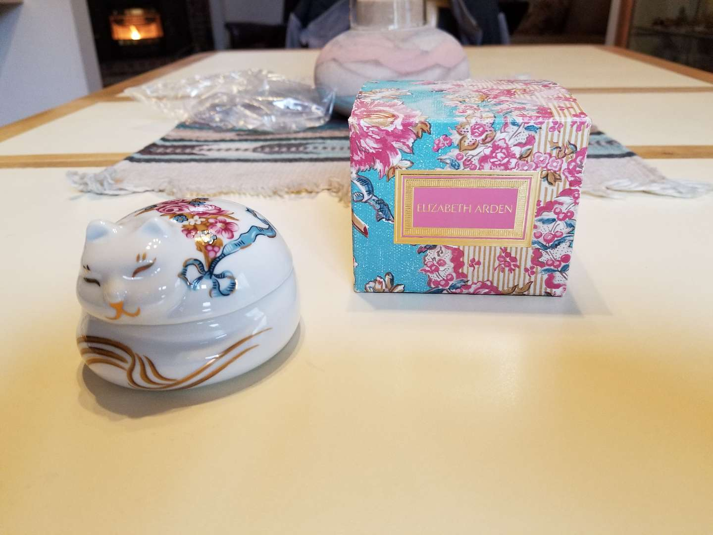 Photo NEVER USED VINTAGE 1980S ELIZABETH ARDEN SLEEPING CAT TRINKET BOX SCENTED CANDLE. PICK UP MIDDLEBORO ONLY