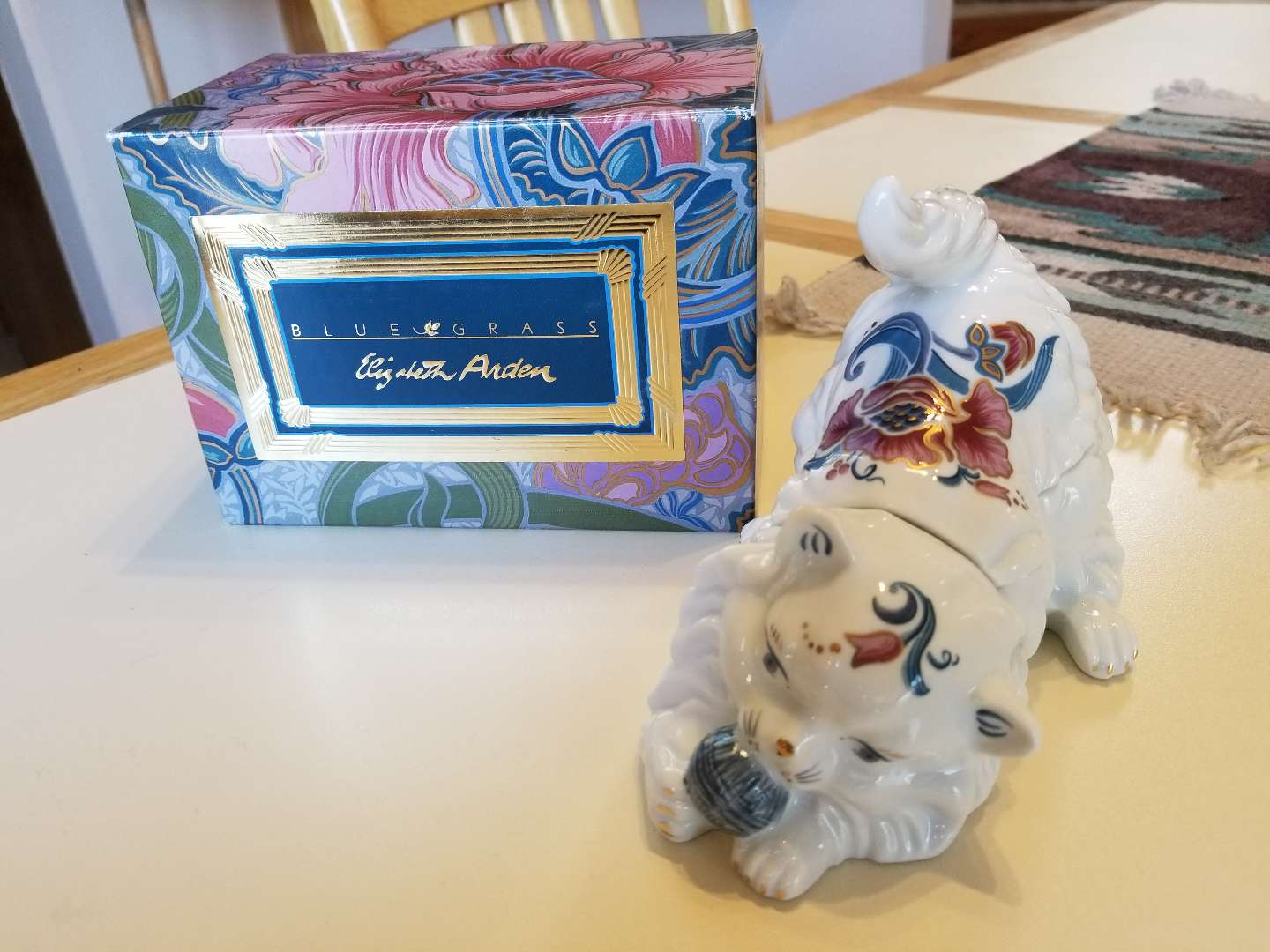Photo NEVER USED VINTAGE 1980S ELIZABETH ARDEN PERSIAN CAT TRINKET CANDLE BLUE GRASS. PICK UP MIDDLEBORO ONLY