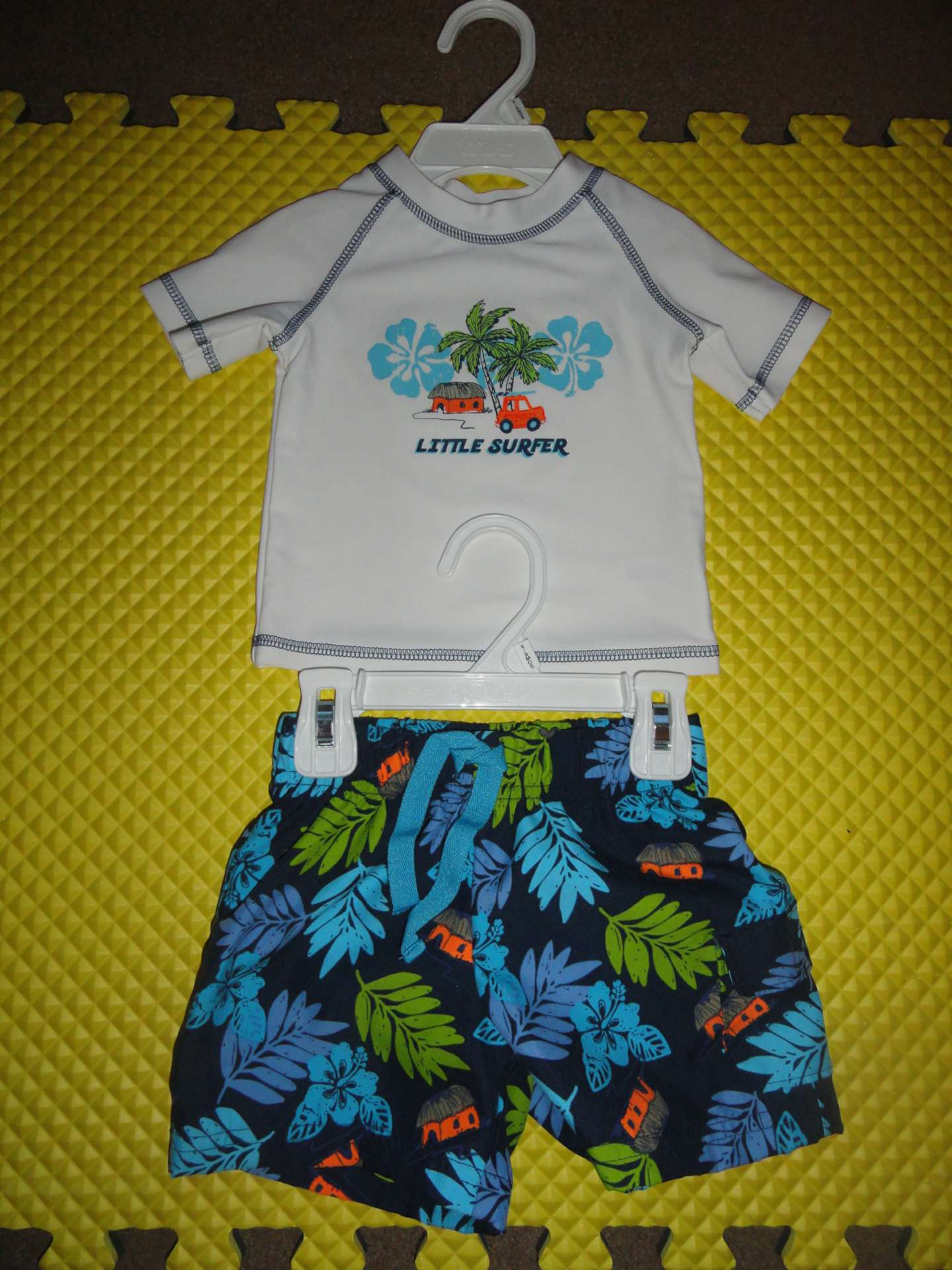 Photo Koala Baby Little Surfer Short Sleeve Rash Guard Shirt and Koala Baby Swim Trunks with a Liner Set - 6-9 Months