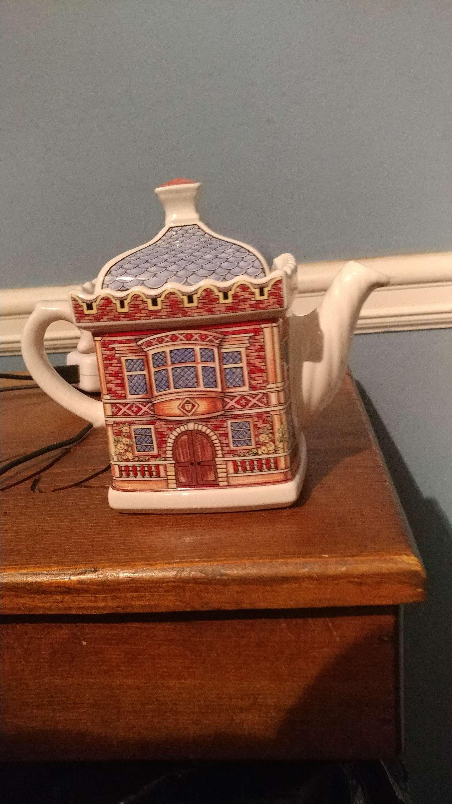 Photo Antique English House T-pot