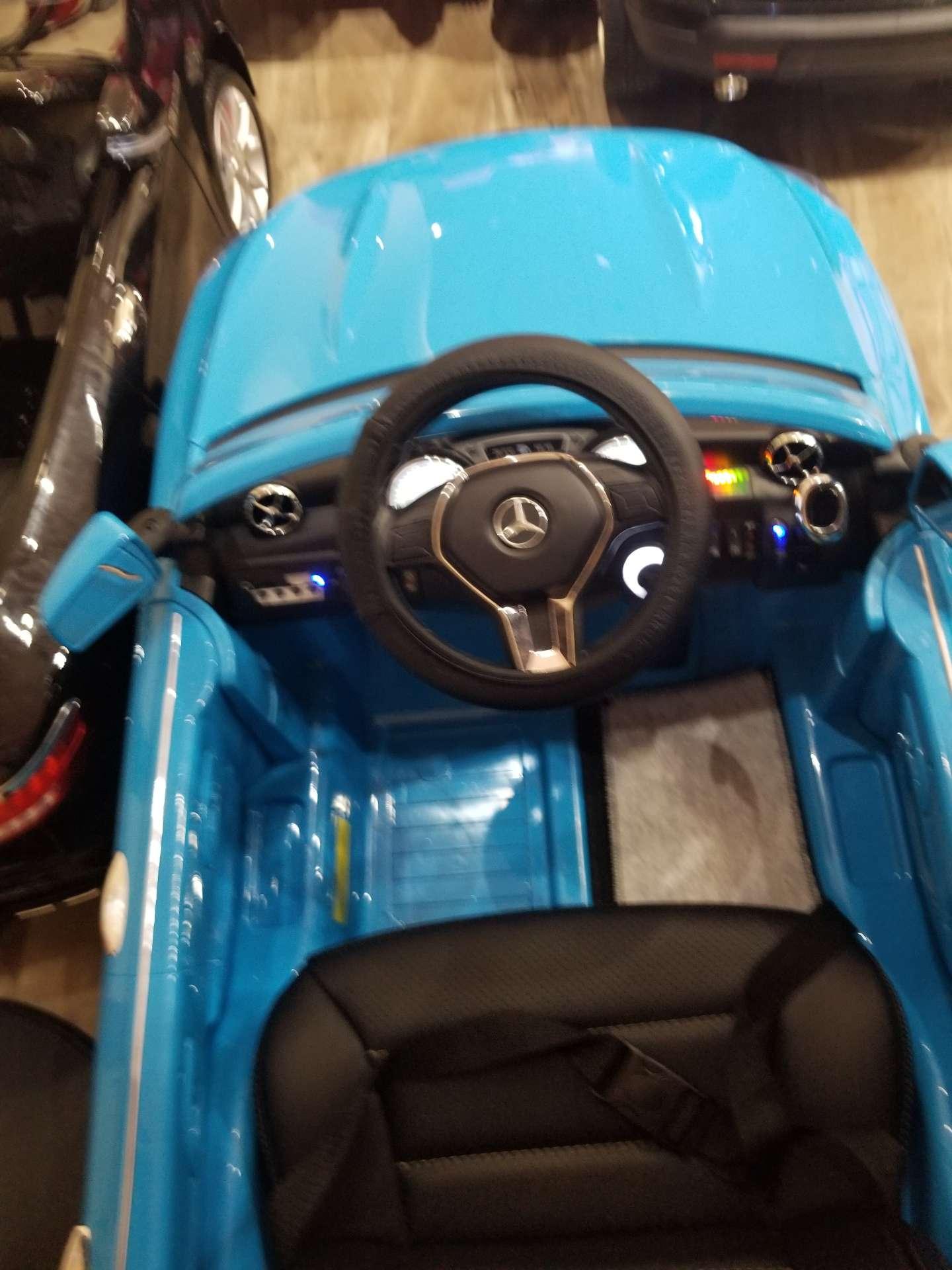 Photo Ride on cars w/remote control