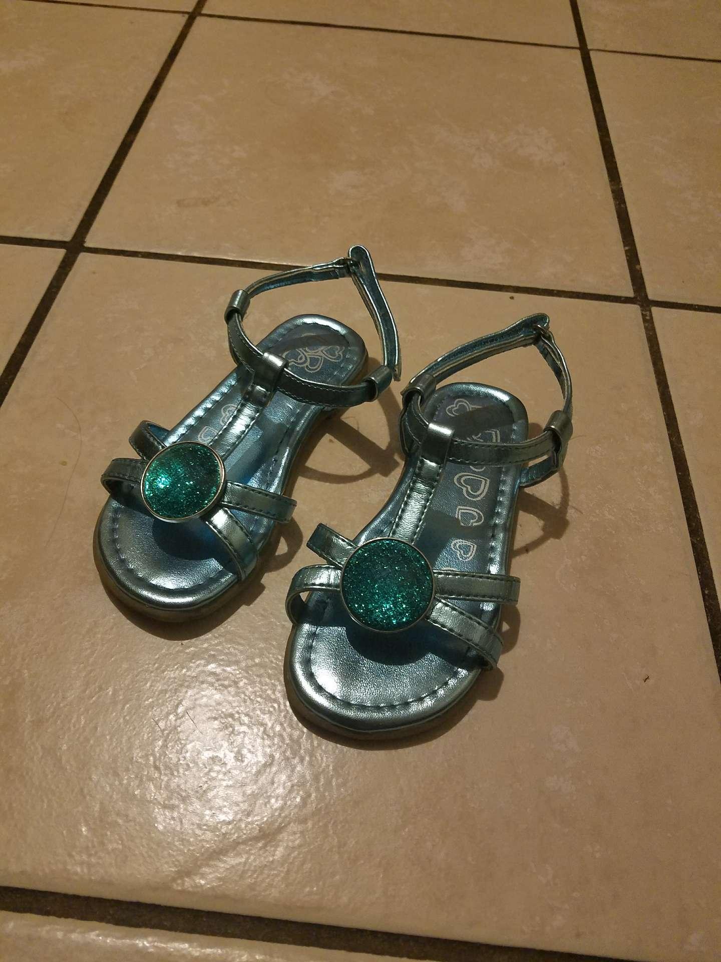Photo Toddler girls sandals size 9C
