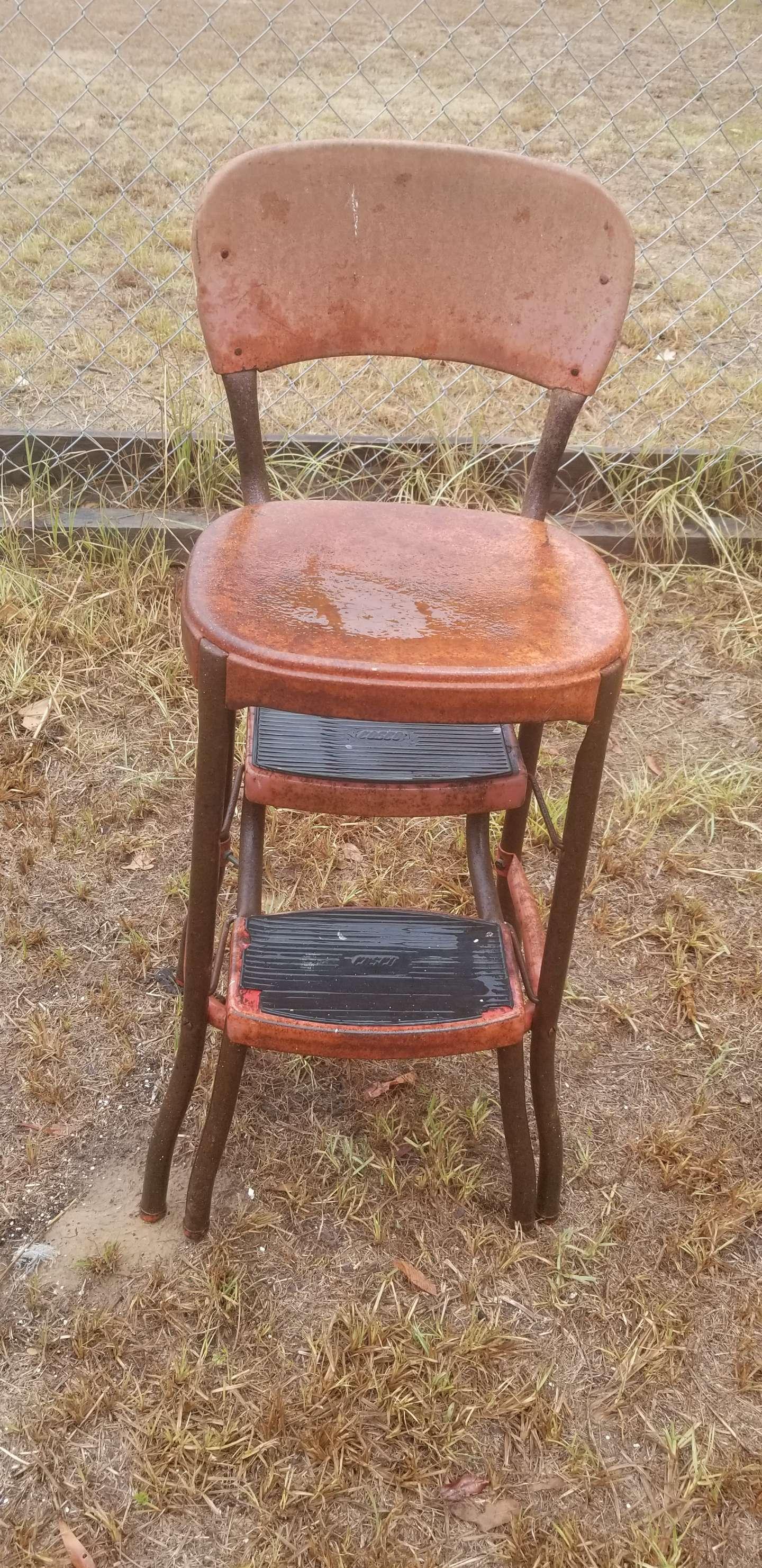 Photo Vintage chair/step stool