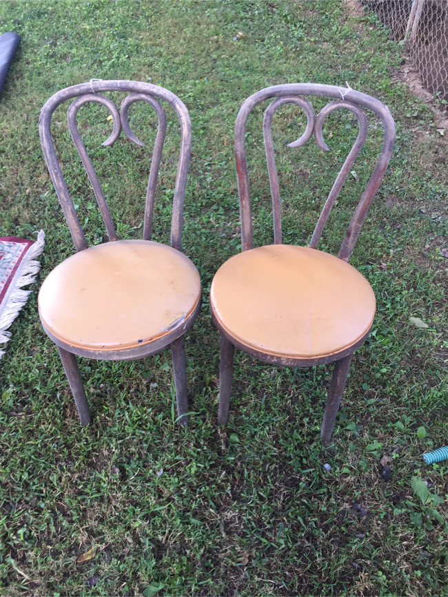 Photo Old wooden Pizza Hut chairs