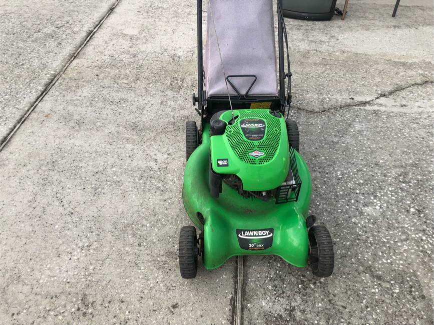 Photo Lawn boy lawn mower in excellent condition