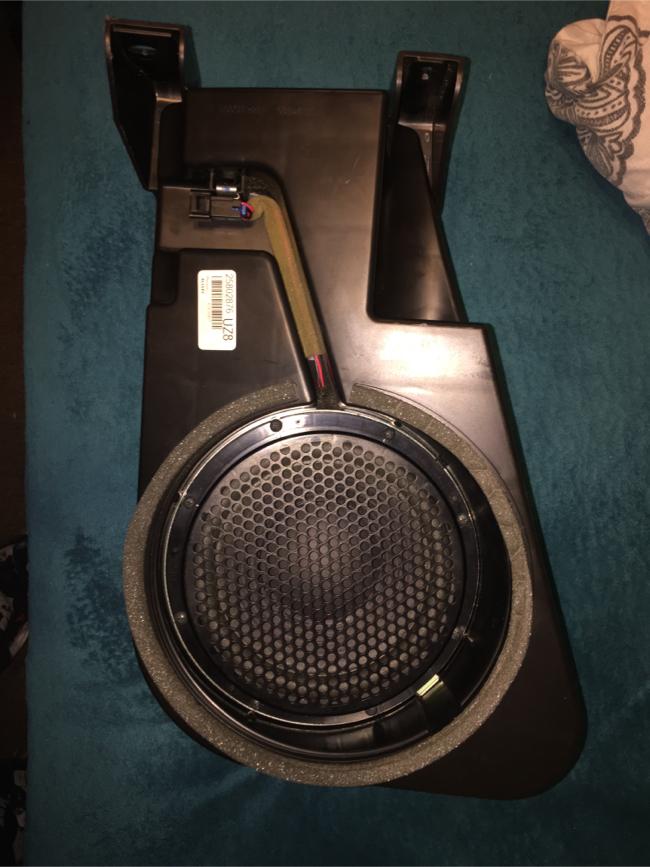 Photo Chevy equinox 8 inch pioneer sub oem