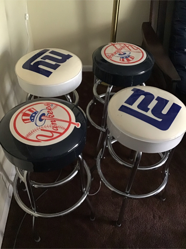 Photo Ny giants and Yankees swivel bar stool