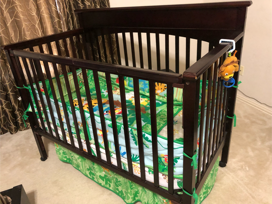 Photo Graco 4 in 1 crib with mattress and pad
