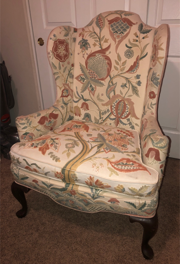 Photo RARE, Vintage Woodmark Originals Queen Anne Style Wing Back Armchair Floral tree of Life Original Crewel Embroidered Fabric Antique Chair
