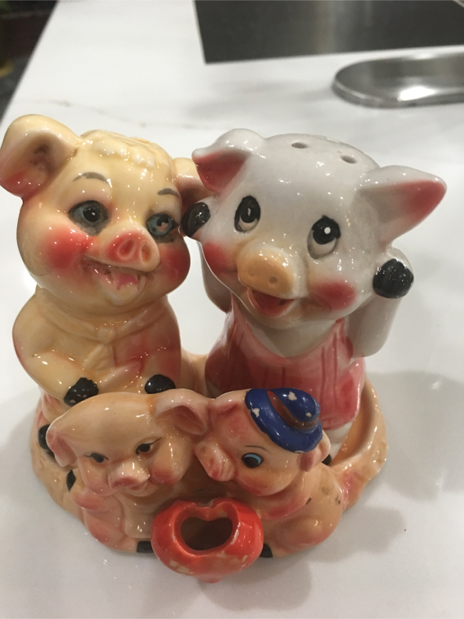 Photo TWO VINTAGE RUSSIAN PIGGY salt and pepper shaker ceramic .