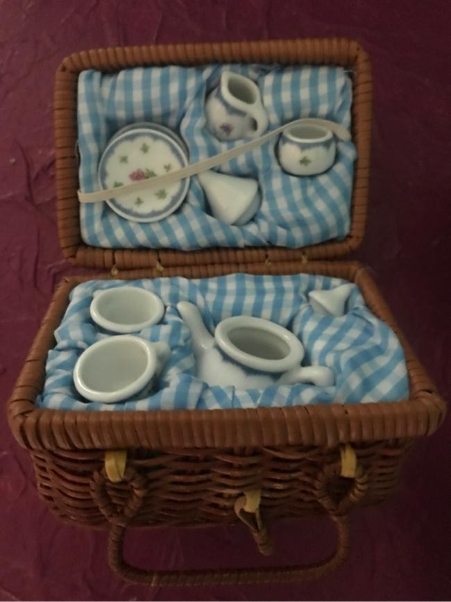 Photo Adorable miniature china tea set
