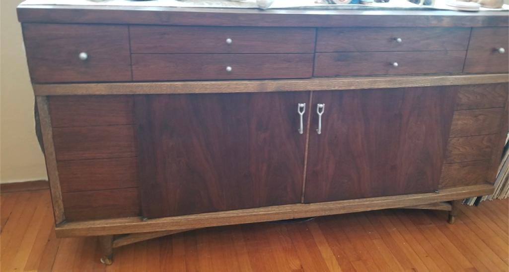 Photo Mid Century Walnut & Oak Wood Buffet, Credenza, Console, TV Entertainment Center, Dresser Drawers