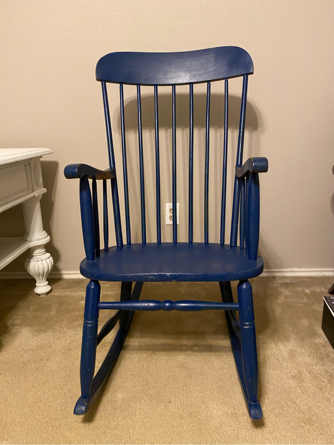 Photo Vintage adult size rocking chair
