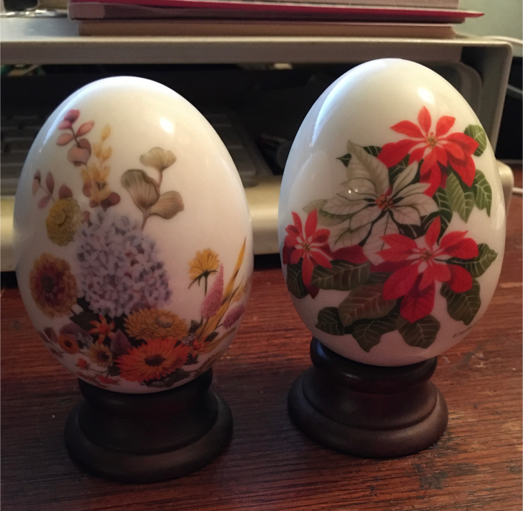 Photo Avon Collectible Eggs