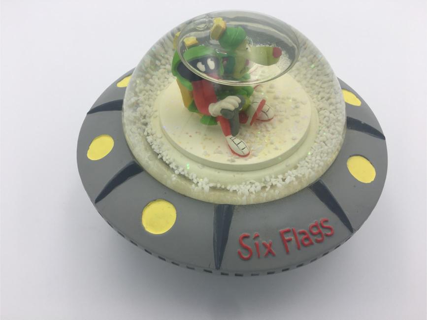 Photo 1997 Marvin The Martian UFO/Saucer Snow Globe Looney Tunes Six Flags Souvenir