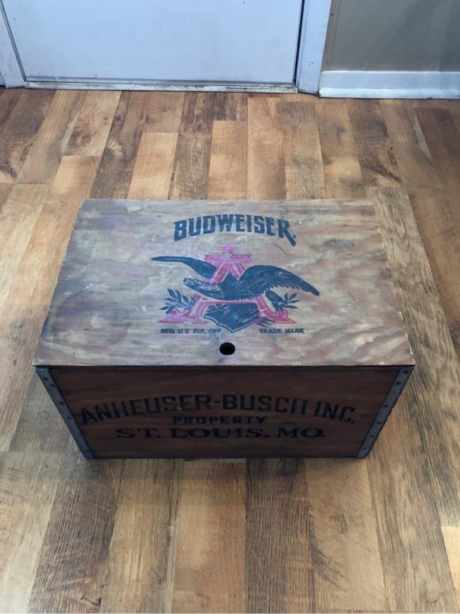 Photo Budweiser wooden checker board box