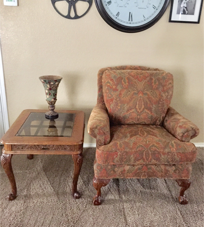 Photo Beautiful Havertys accent chair and side table , both in excellent rarely used condition