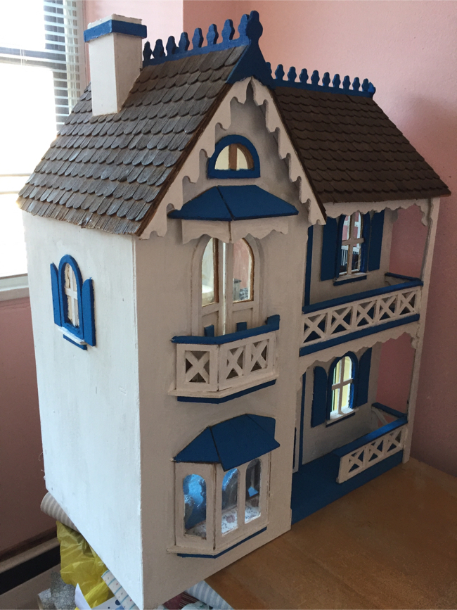 Photo Handmade wooden dollhouse