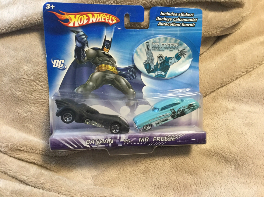 Photo Hotwheels Batman VS Mr Freeze 2 Car Collectible Set W/ Sticker From 2004 MOC DC Comics