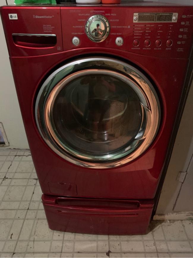 Photo Lg Front load washer and dryer with pedestals red