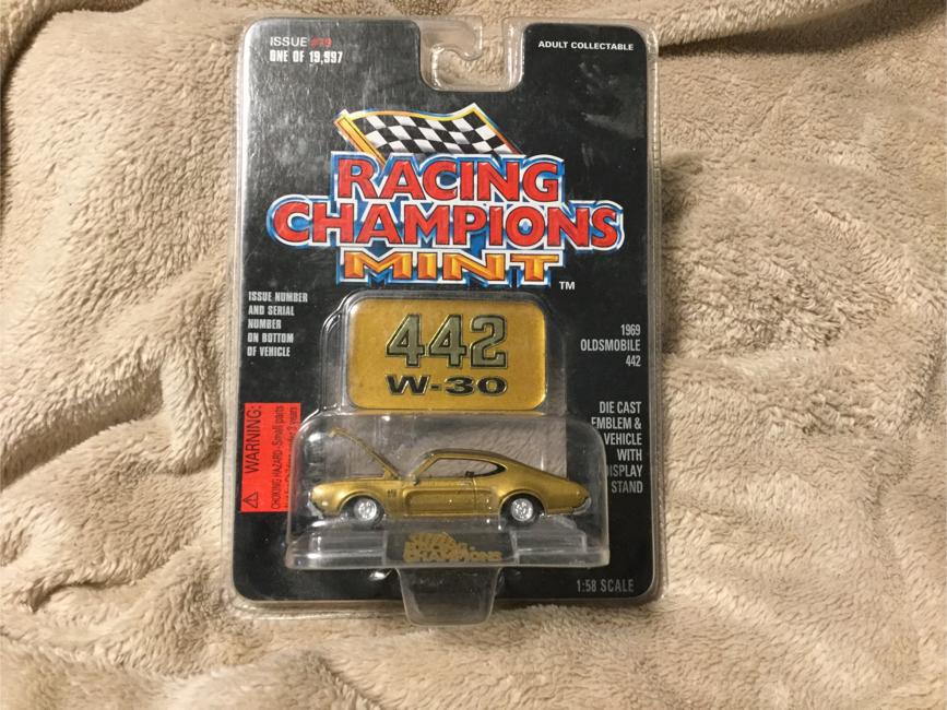 Photo Racing Champions 442 w-30 1969 Oldsmobile 442 Scale 1:58 MOC 1997