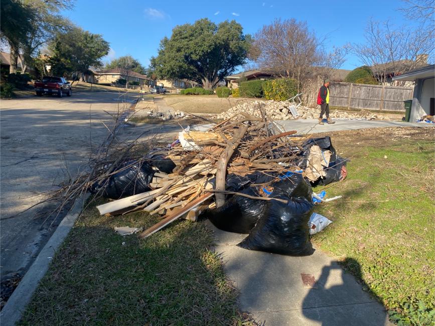 Photo Trash out/ Junk Haul off/ Debris Removal