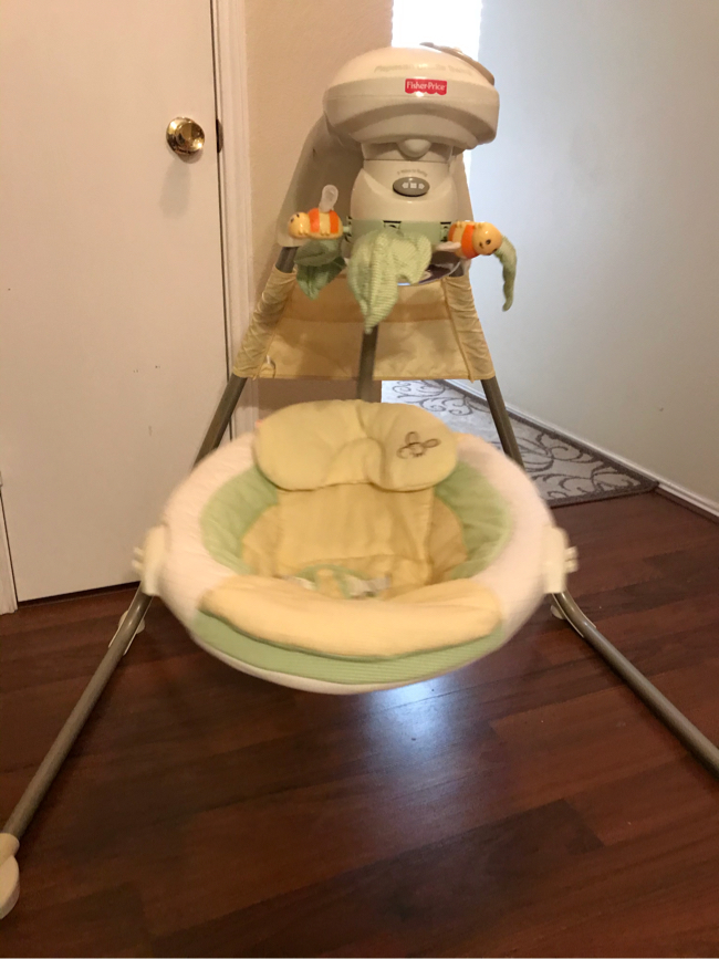 Photo Fisher-Price Papasan Cradle Swing