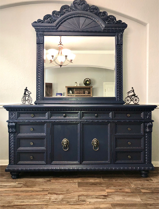 Photo Vintage Ornate Dresser/ Buffet/ Tv Console with Mirror ~ Very Large !