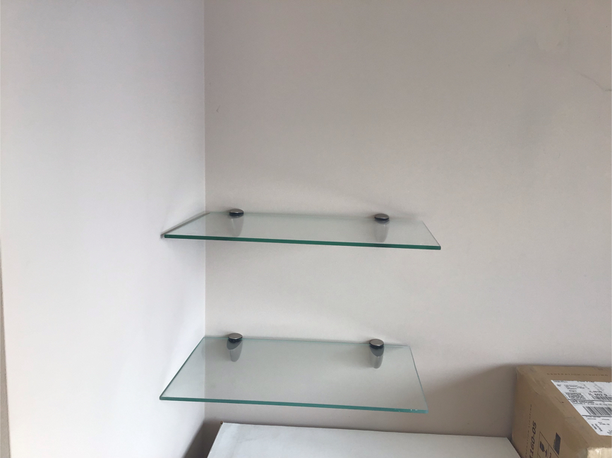 Photo Floating glass shelves and support brackets