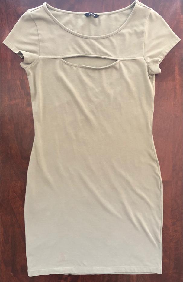 Photo Women's Guess Brand Size 6 Sage Color Short Dress (Measurements Listed)