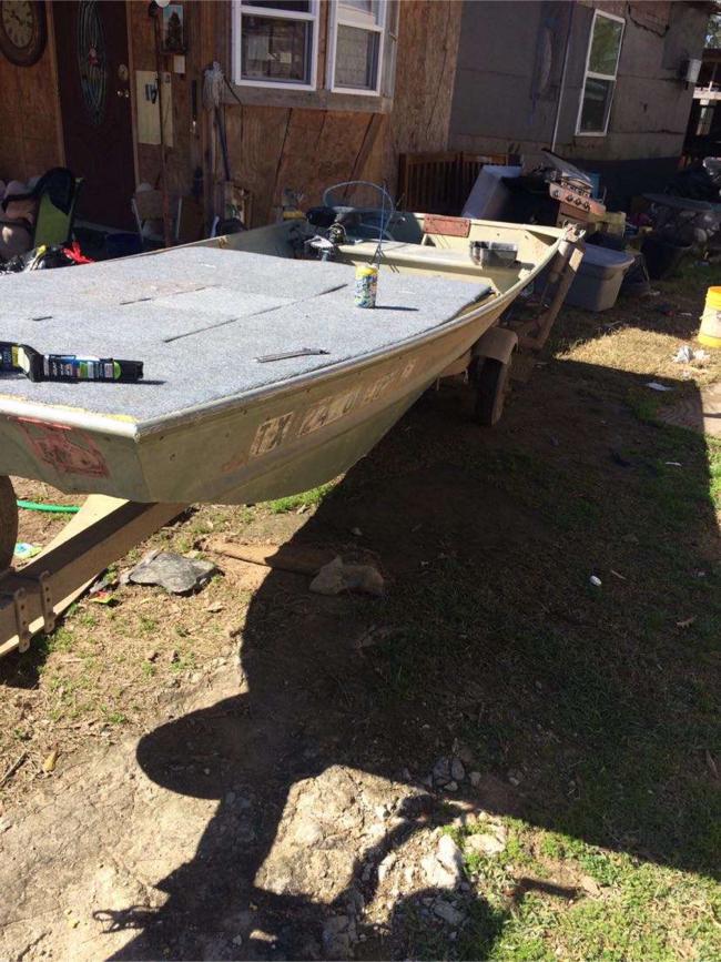 Photo 14ft Jon boat w/ Trolling motor