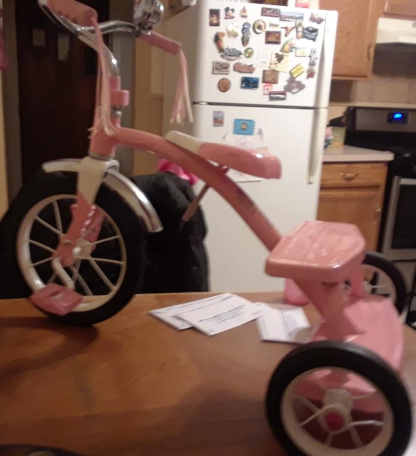 Photo Radio flyer tricycle and adjustable helmet