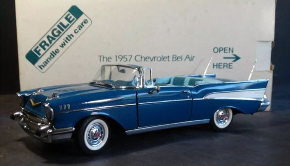 Photo 1957 Model Car - Chevy Bel Air Convertible - Danbury Mint-NEW IN BOX