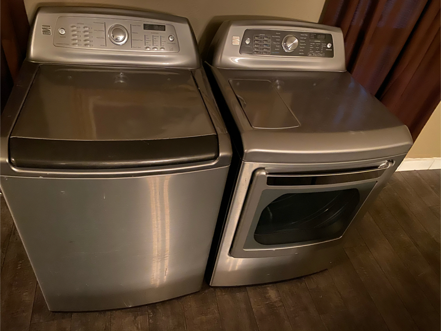 Photo KENMORE ELITE HE XL WASHER AND DRYER SET (GAS)