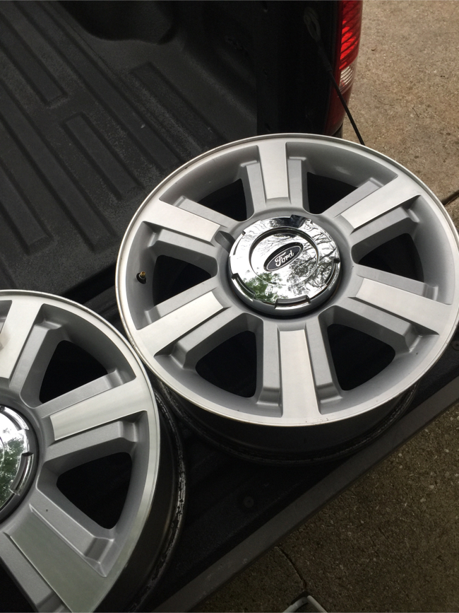 """Photo 20"""" Ford truck rims"""