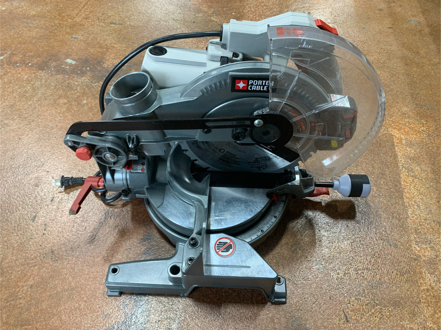 Photo PORTER-CABLE 10-in 15-Amp Single Bevel Laser Folding Compound Miter Saw