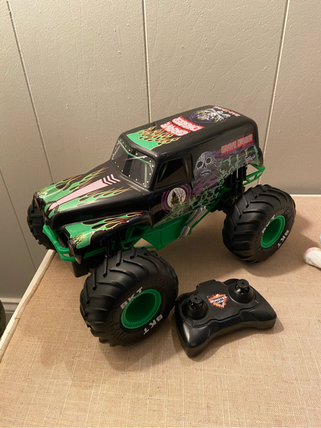 Photo GUC Grave Digger RC truck