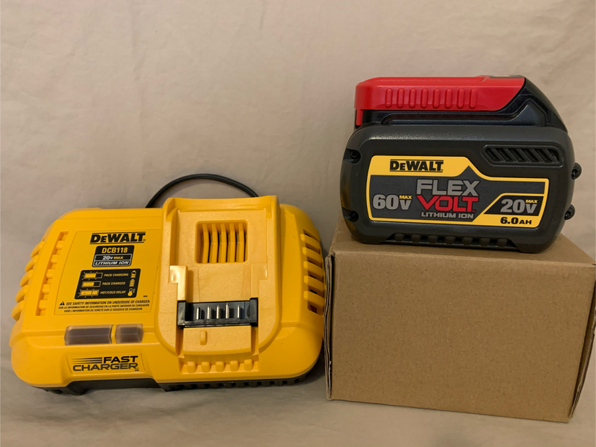 Photo DEWALT FLEXVOLT 20-Volt/60-Volt MAX 6.0ah Battery Pack & Fan Cooled Fast Charger - BRAND NEW