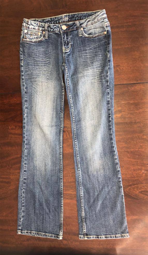 "Photo Women's ZCO Premium Size 9 Blue Distressed Jeans Stretchy 30 - 32 "" Waist Pants w/ Rhinestones Bling"
