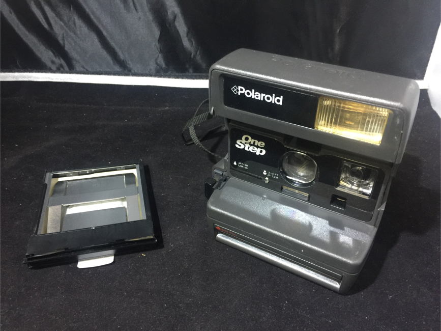 Photo Vintage Polaroid 600 OneStep Film Instant Camera CAMERA ONLY OBO