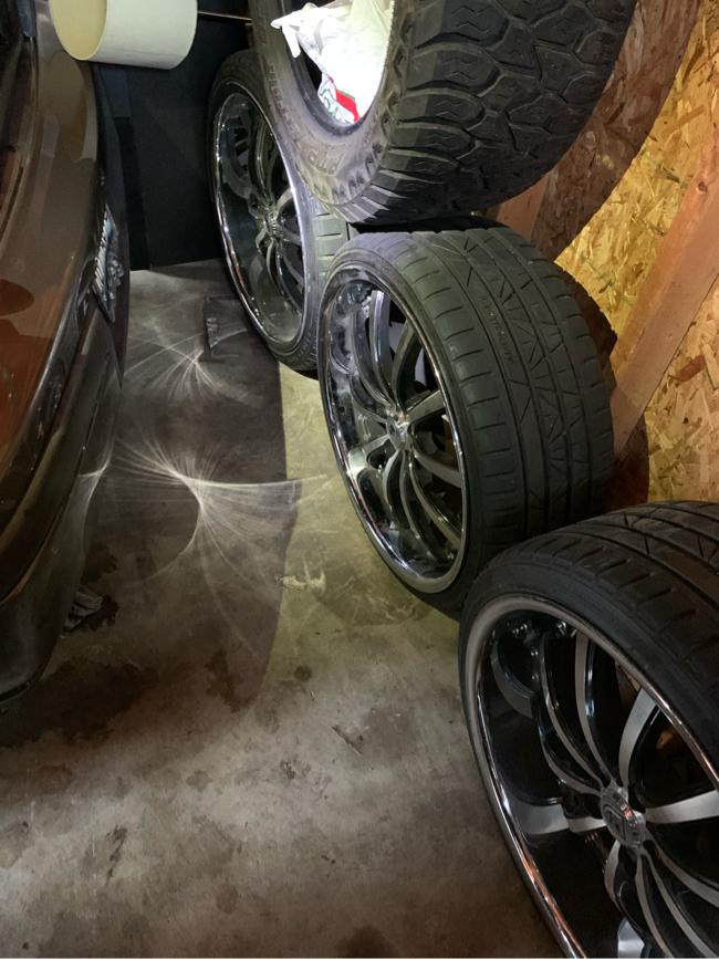 Photo 22 inch chrome Lexani rims