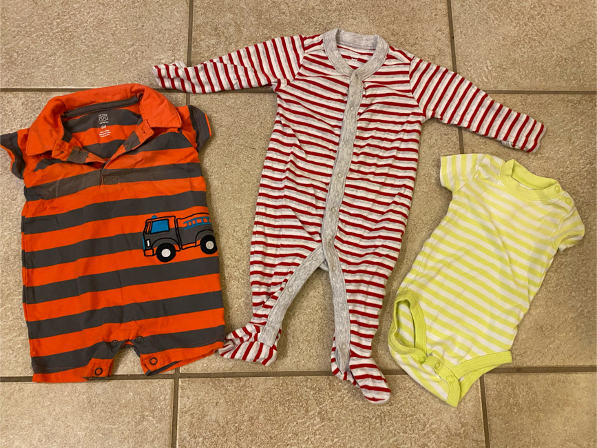 Photo 3-6 month old Carter's and old navy onesies