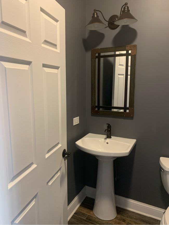 Photo Kohler pedestal sink set up