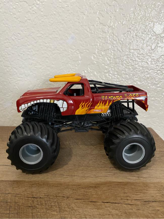 Photo Hotwheels Monster Jam El Toro Loco Monster Truck 2011 (1:24 Scale)