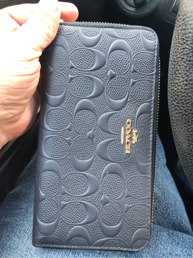 Photo Women's Coach signature wallet in Midnight Blue. Only used twice for a photo shoot. Beautiful wallet with zipper closure. As you can see it is in perfect condition. Can be given as a gift for a birthday or anniversary present or gift. Goes great w