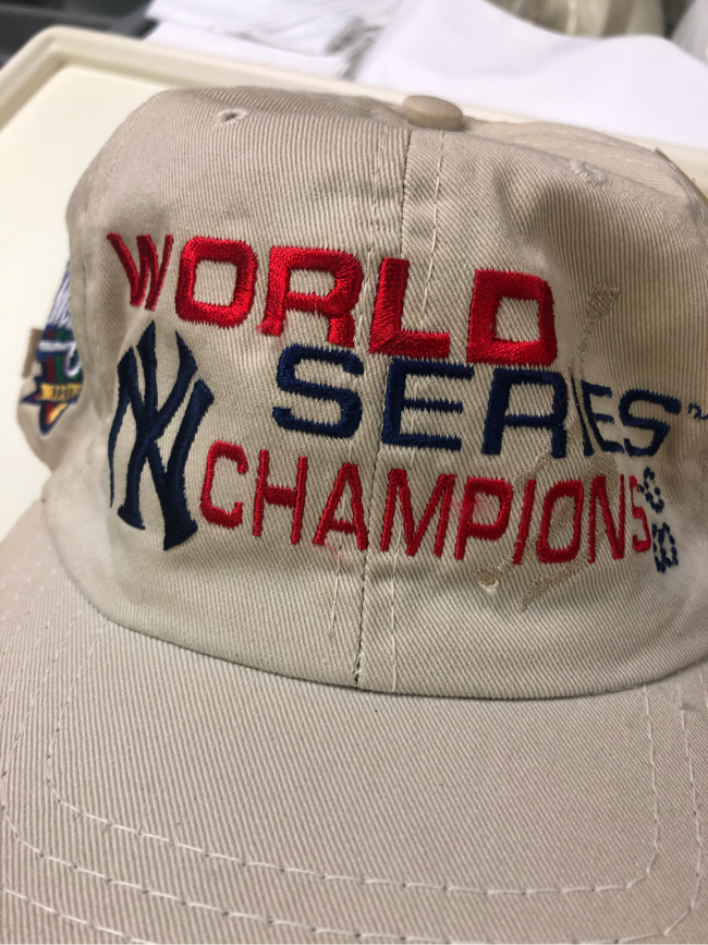 Photo Vintage New York Yankees 1998 World Series snapback hat new with original tags hologram!