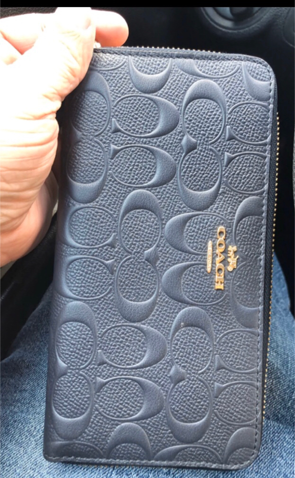 Photo Women's Coach signature wallet in Midnight Blue. Only used twice for a photo shoot. Beautiful wallet with zipper closure. As you can see it is in perfect condition. Can be given as a gift for a birthday or anniversary present or gift. Goes great